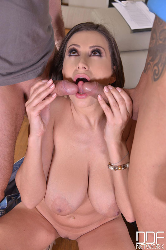 Milf provides a blowjob after date