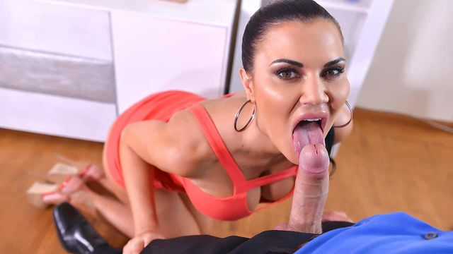 Sexy Boobs Jasmine Jae Forgets To Wear Some Panties And Attracts A Fucker