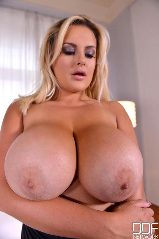 Naked Seduction - Voluptuous Blonde Shakes Her Big Tits #6