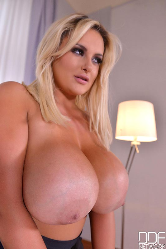Naked Seduction - Voluptuous Blonde Shakes Her Big Tits #8