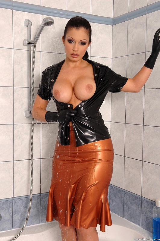 Aria giovanni latex