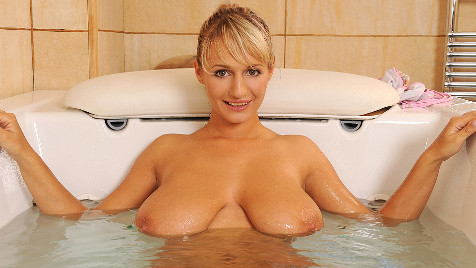 Tub time for titties!