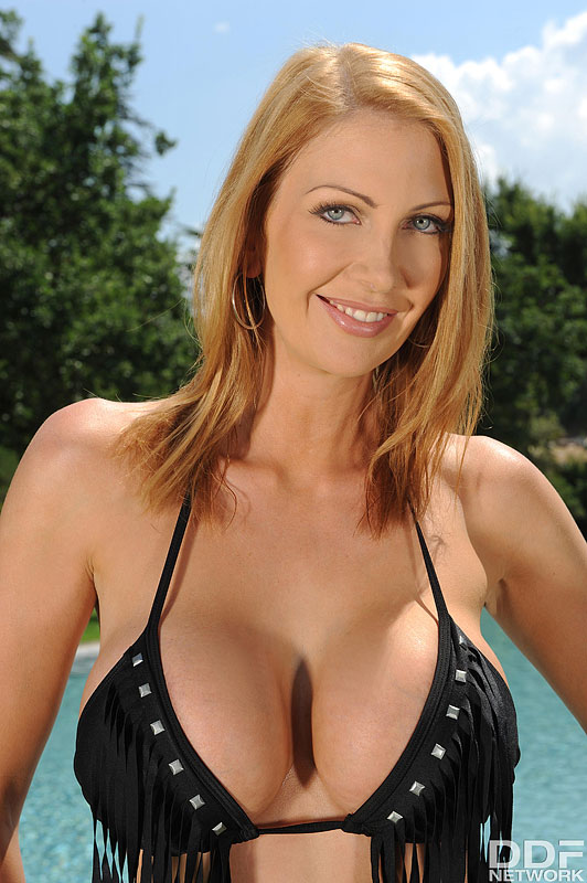 Wet and Wild: Busty Milf's Solo Poolside Titty Play #5