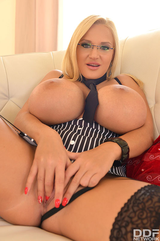 Hello Dolly - Blonde Babe With Big Tits Enjoys Anal Insertion #12