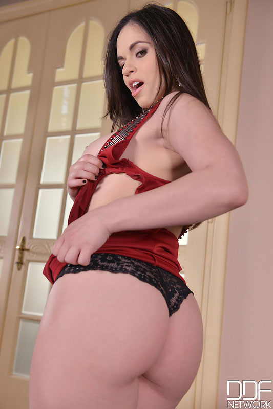 Curvy Spanish Beauty Digs Deep - Masturbation Gives her a Gasm #7