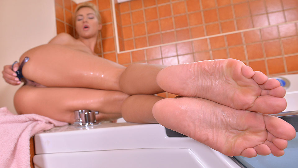 Sweet Toe Sucker - Pedicure Leads To Lecherous Toy Masturbation