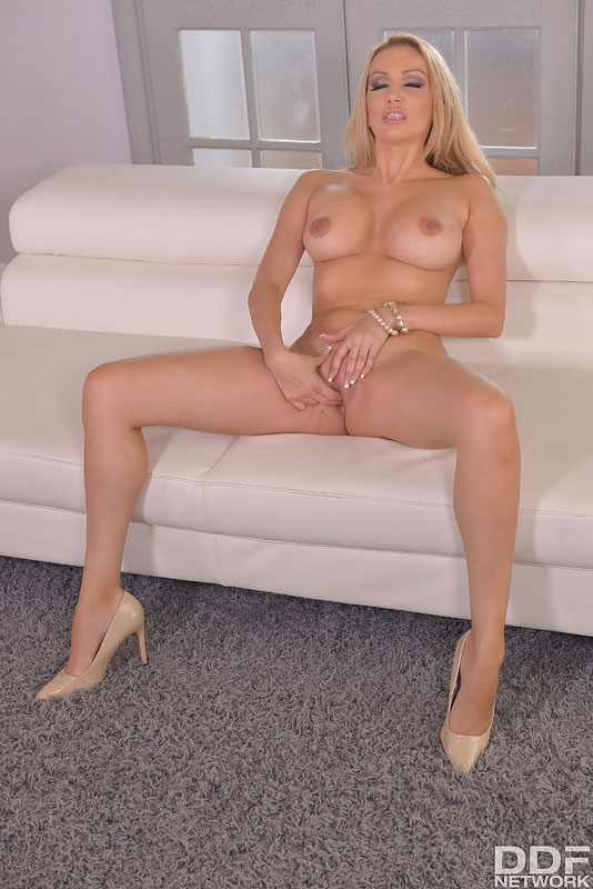 British Milf Bangs One Out - Fingering, Her Favorite #12