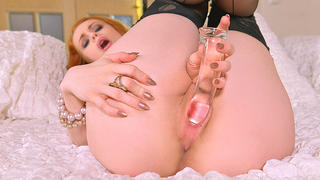 Red Haired Sexpot's Solo Sizzler - Masturbation's on her Mind