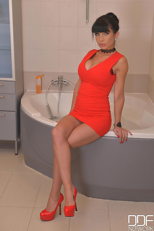 Bathing Beauty - Toying With Her Twat in the Tub Debut #3