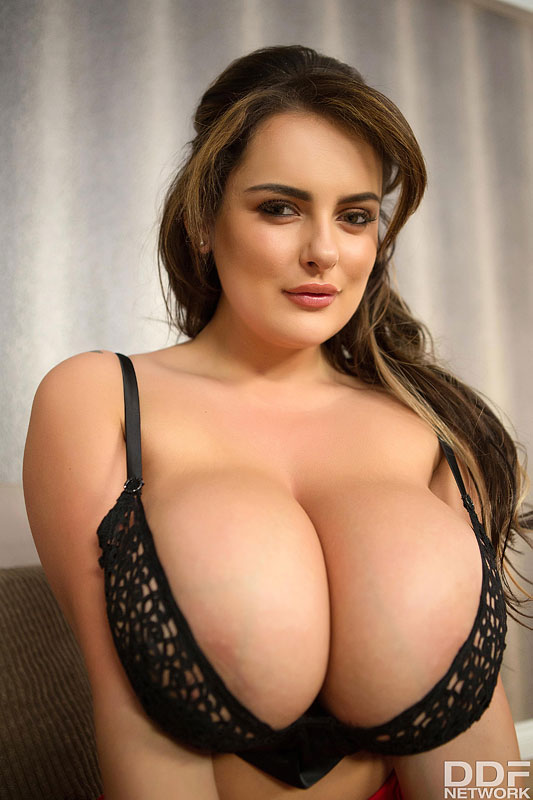 Sensual Curves: Voluptuous Buxom Fantasies Come True #5