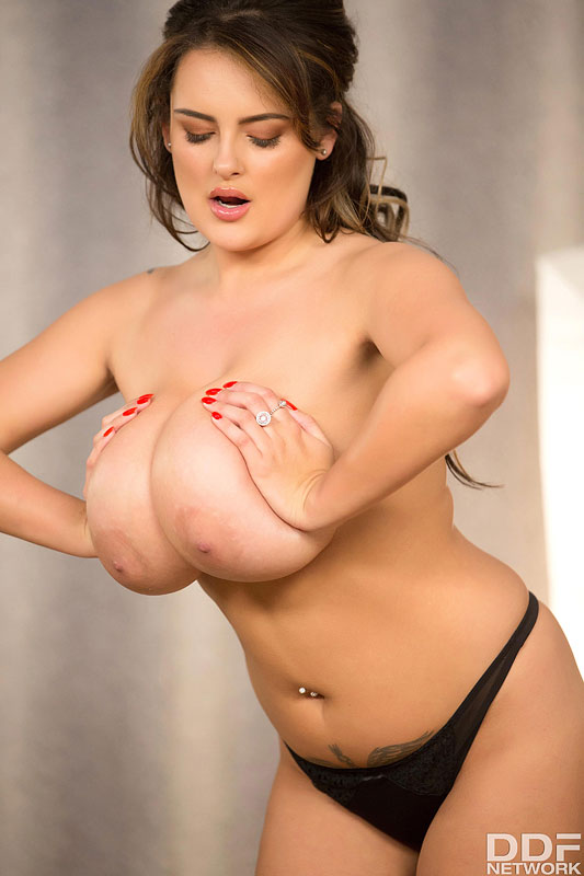 Sensual Curves: Voluptuous Buxom Fantasies Come True #12