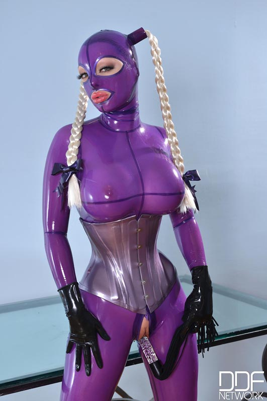 She Looms In Latex Video With Latex Lucy-8921