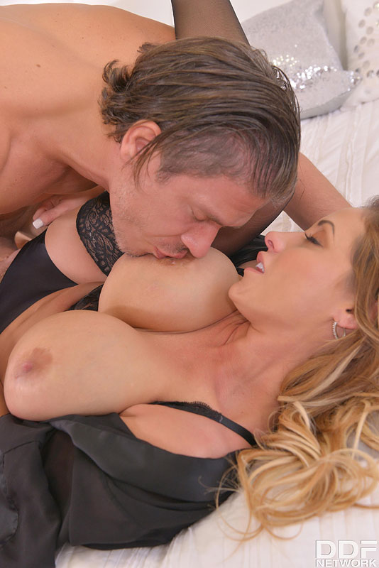 Milf Wants Sex: A Cock Sucking And Titty Fucking Premium Porn #8