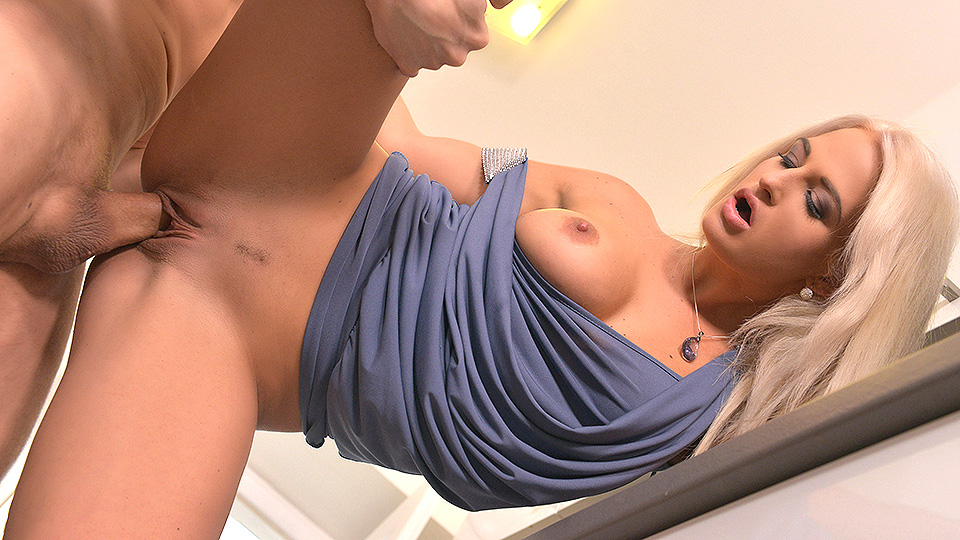 Eating Pussy for Breakfast: Cum Play Makes Her Smile!