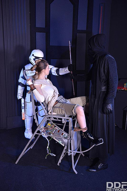 Deep Space Anal Cramming: A Princess Threesome Penetration #1