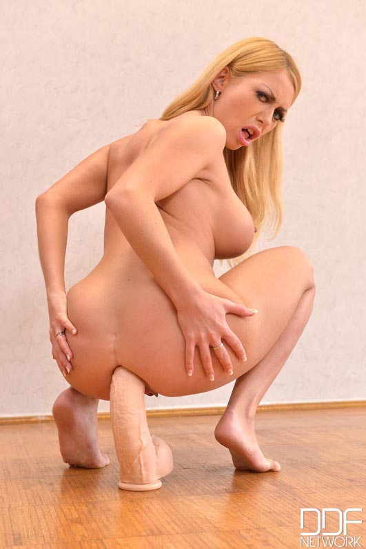 Nude Submissive Russian Babe Gives Herself Ass Fisting #10