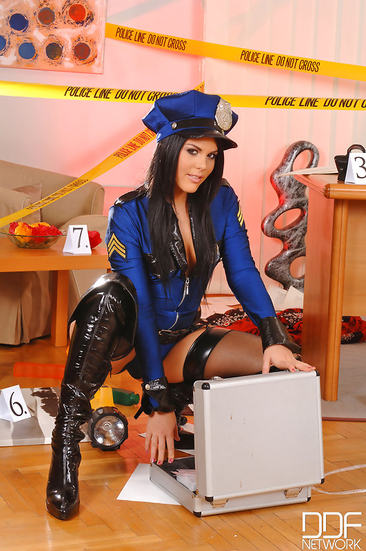 Probing Her Asshole: Horny Police Officers Fuck At Work! #4