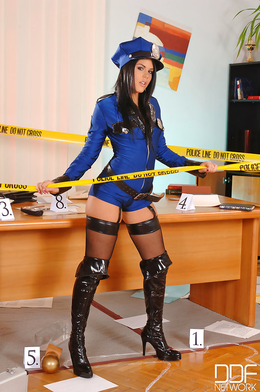 Probing Her Asshole: Horny Police Officers Fuck At Work! #7