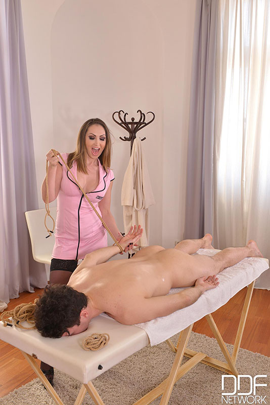 massage-ensemble-golden-milf-handjob-massage-experience