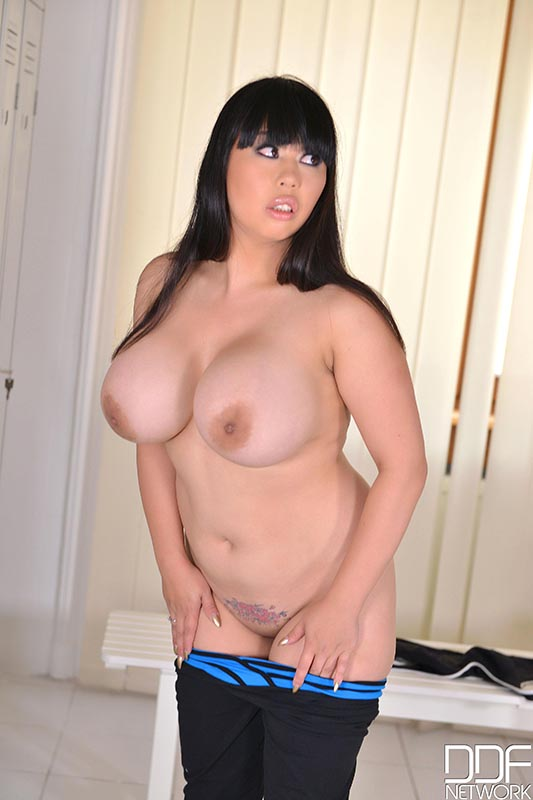 Kinky Pressure - Curvy Busty Brit Gets Naked And Pees #5