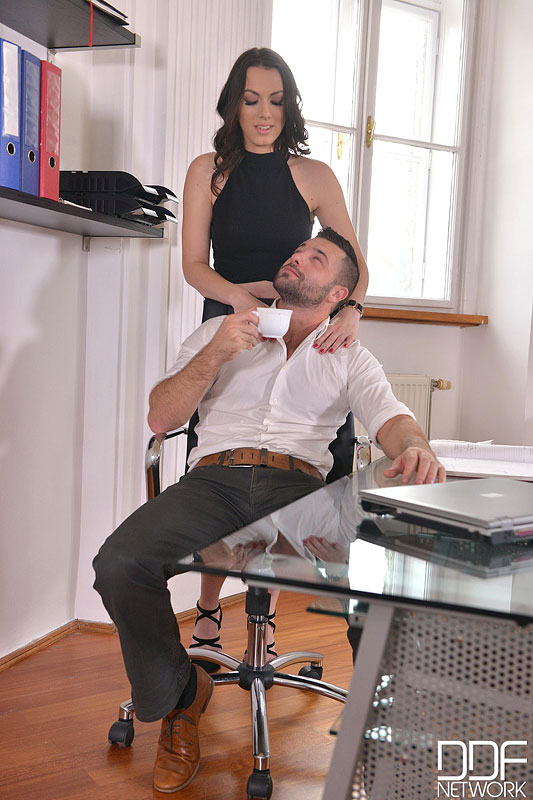 Sarah, Cum In: Super Hot Babe Eases Everyday Office Life #2