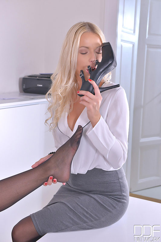 Sensual Sensation During Office Hours - Foot Fetish At Its Finest #4