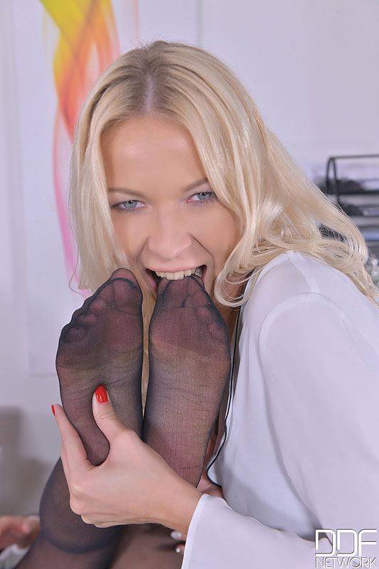 Sensual Sensation During Office Hours - Foot Fetish At Its Finest #5