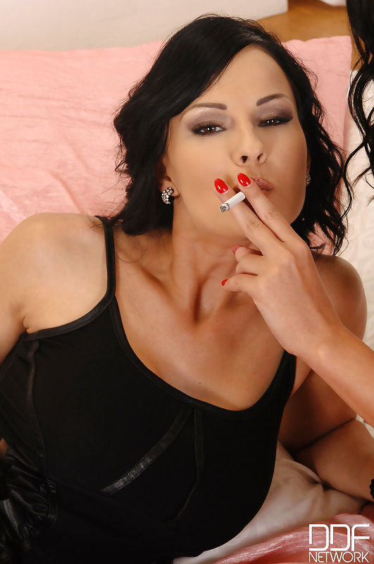 Erotic Nikki Smoking Blowjob