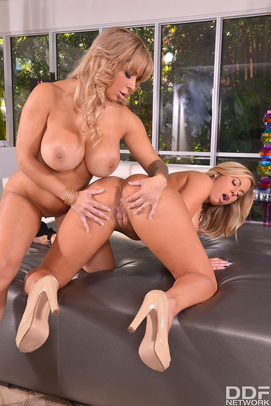 Double Bubble - Ass Gaping Blonde Milfs Enjoy Face Sitting #12