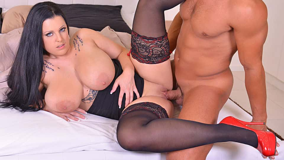 Eager for Fuck: Giant Knockers Splashed with Jizz